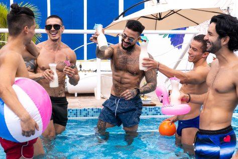 Alberca-Fiesta-Gay-Hotel-Puerto-Vallarta